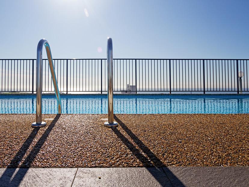 echelle-piscine-vacance-ete-2019